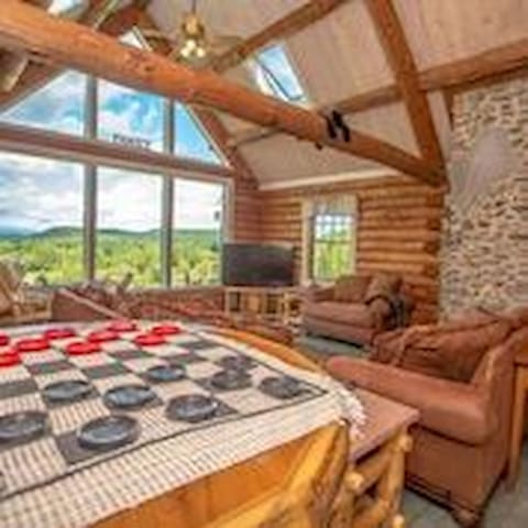 """The Hive"" Luxury Mnt Log Home At 35 Peaks View - Brownfield - Hus"