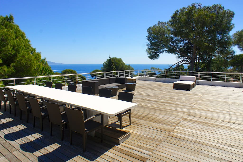 The roof terrace with BBQ, bathroom and direct access by elevator.