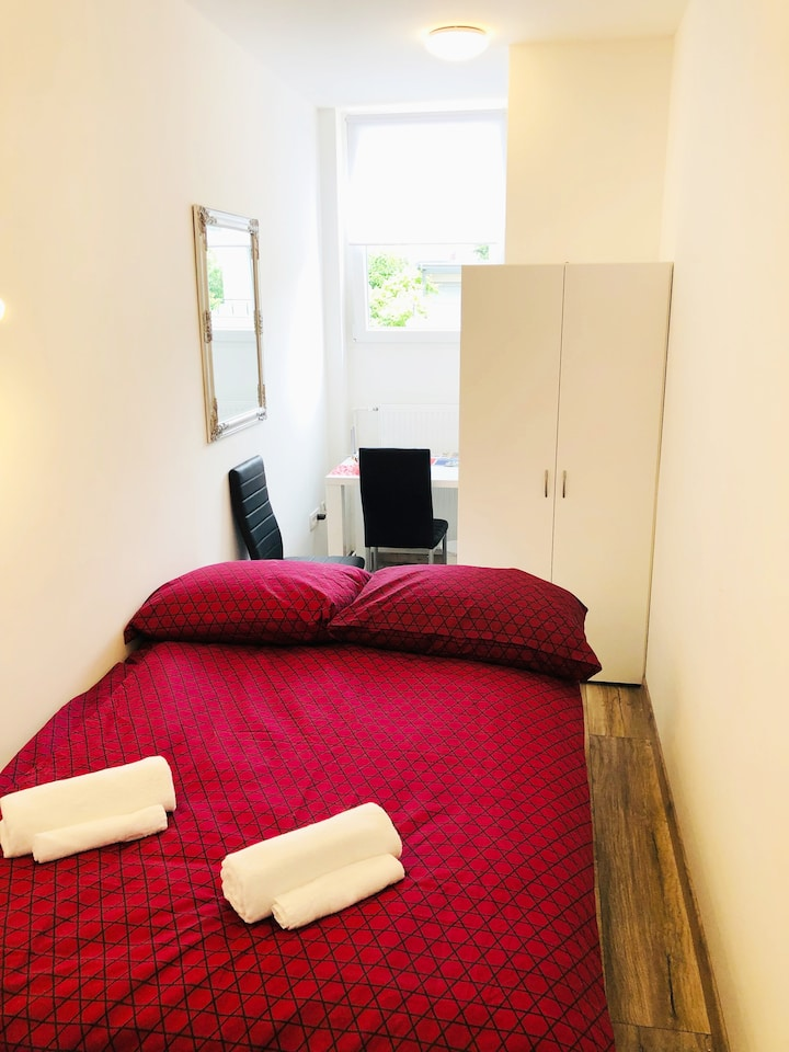 New double room no.9 in a guest house+parking