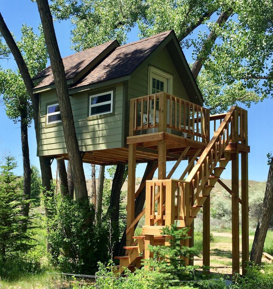 Hideaway Treehouse in Wyoming