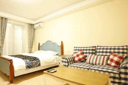 独一无二的公寓,清新的装修风格,全采光的落地窗。情侣首选空间 - Qinhuangdao