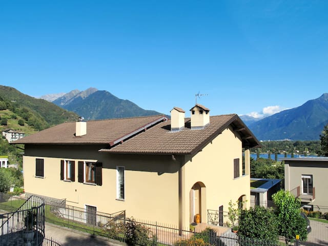 Holiday apartment in Gera Lario for 4 persons