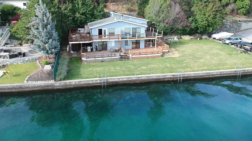Condo is just steps from the water. Jump into beautiful Lake Chelan for a refreshing swim or relax on the deck in the sun