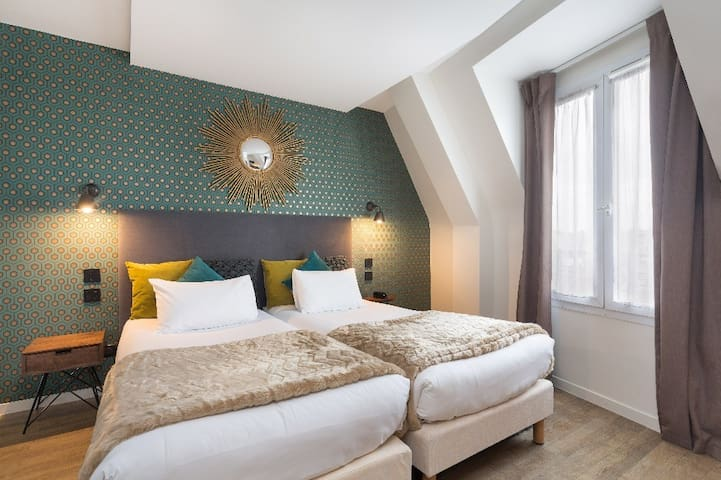 Cozy Twin room, in the prestigious part of Paris