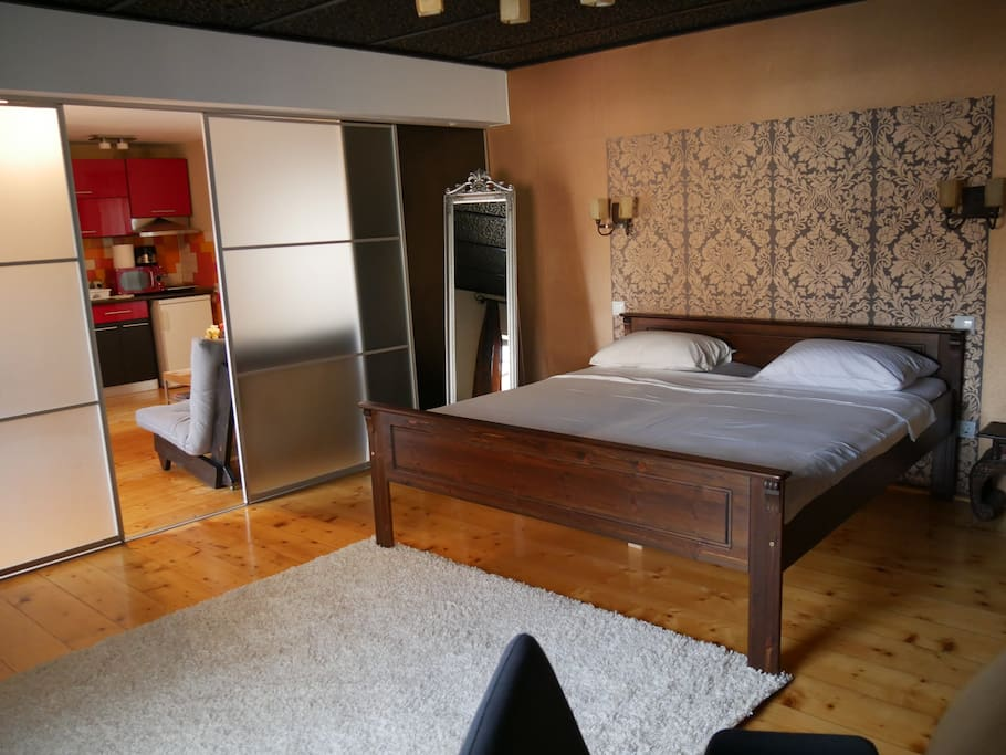 Design studio in the old town sibiu appartements louer for Meuble roumanie