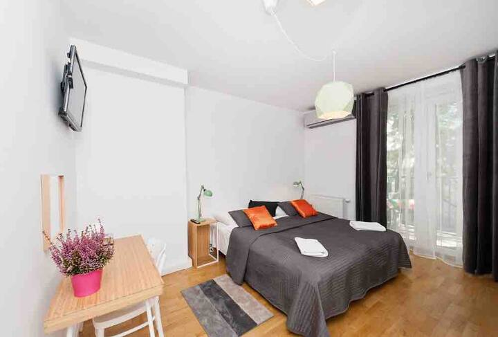 BIG and CHEAP room in OLD TOWN. Room no. 2 :)