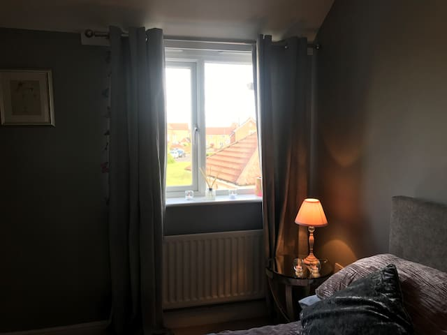 Double Room/Bathroom minutes from Stunning Coast