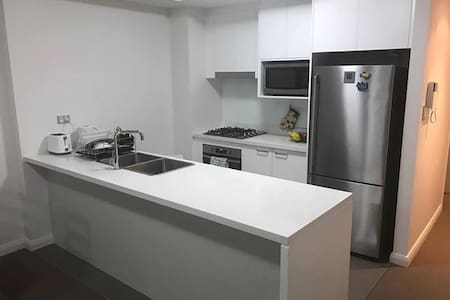 Cosy room in a 2 level apartment - Homebush West - Appartement