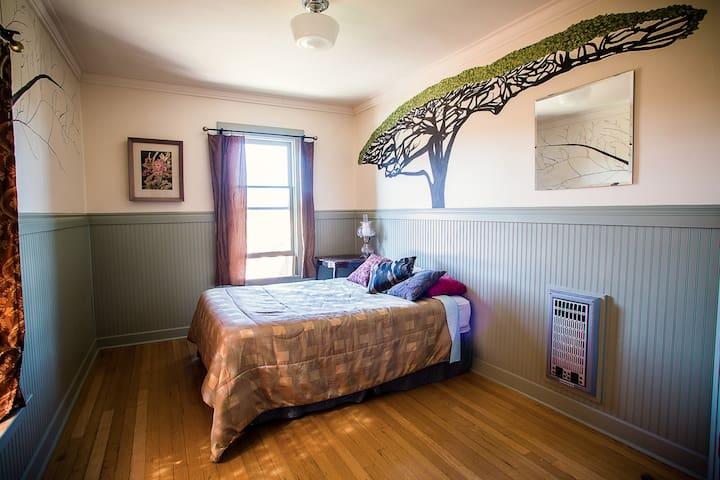 Golden Tree Room 3