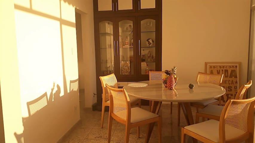 Quarto Confortável Com Ar, perto do Porto da Barra