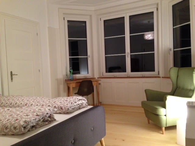 Renovated room, close to Uni/ETH - Zürich - Huis