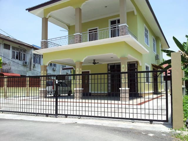 Kota Bharu Top Homestay With Bungalow Concept.