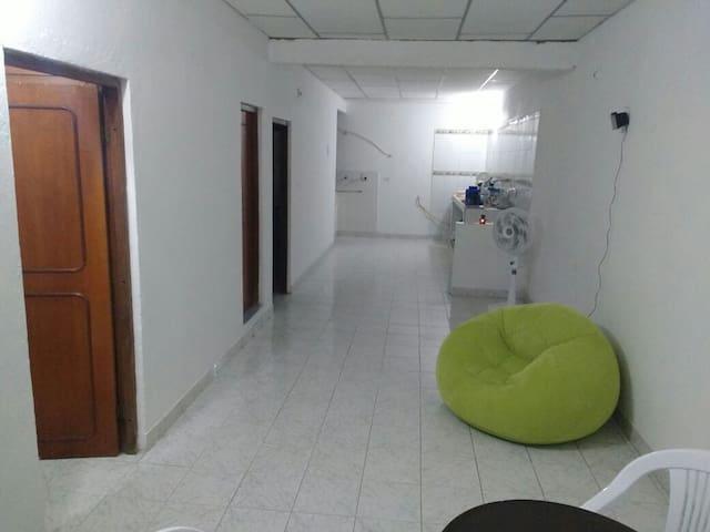 Bedroom in Close to the Bus Terminal. - Cartagena - Appartamento
