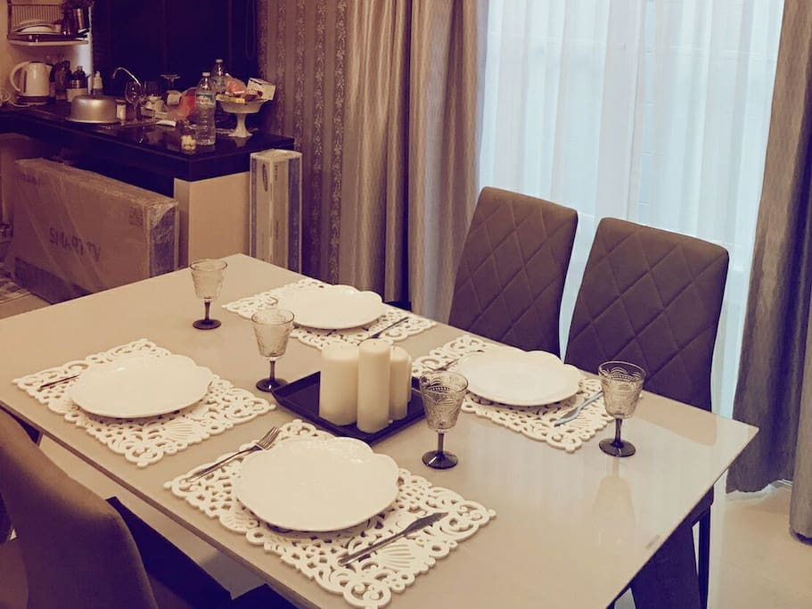 โต๊ะทานข้าวสำหรับ 4 ท่าน