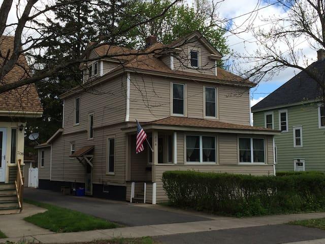 Beautiful home - 4 miles to SU !! - Syracuse - House