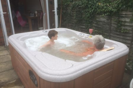 Avondale Woodhall Spa.  3 Bed House & Hot Tub. - Woodhall Spa - Casa