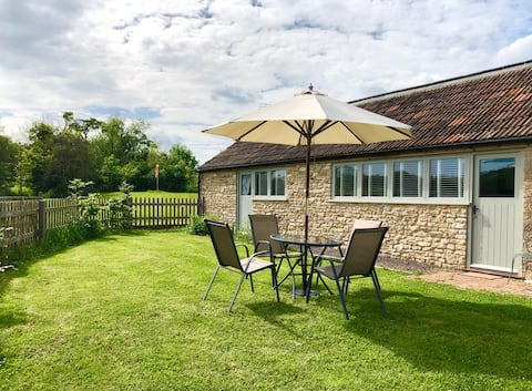 Court Farm Cottage - 'Absolute'