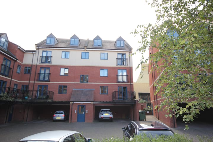 Entire Large Duplex Apartment in Worcester City