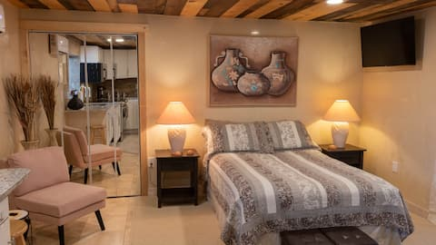 Sweet Spot -Cozy Studio near Santa Fe & Los Alamos