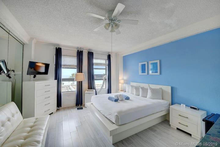 432 Private small condo on the BEACH! 183 days min