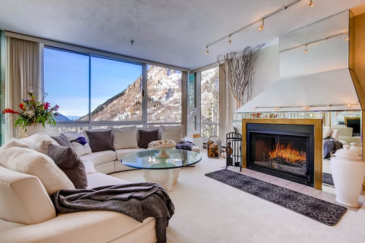 Comfort, Convenience, and Modern Amenities at this Ski in/Ski Out Condominium - The View #2