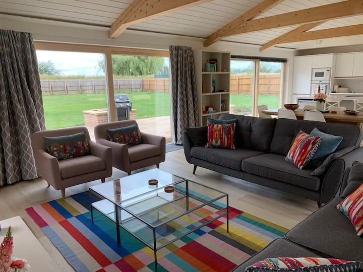Stunning Eco Cottage Sleeps 8 with River Views Ely