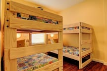 Bunk room with 32 TV