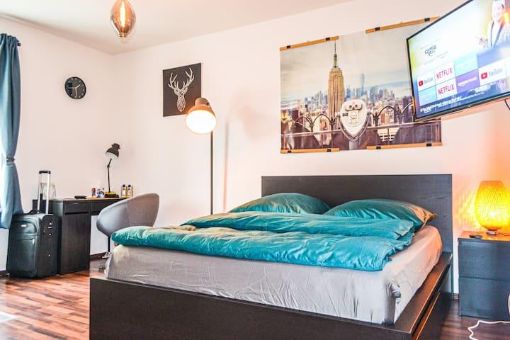 Modernes Studio ★ zentral ★ Queen Bed | Netflix