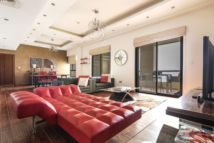 Deluxe + Premium 1BR in JBR with Full Sea Views!