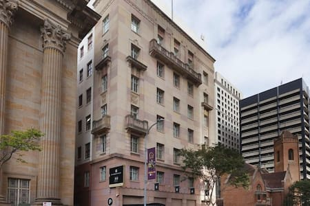 Classy Spacious Hotel Unit in CBD, free parking