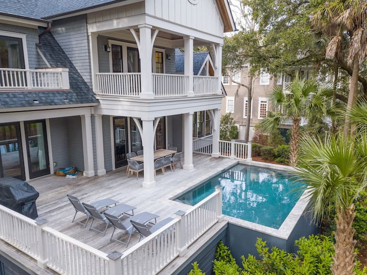 Spacious, newly renovated, private pool and close to beach access