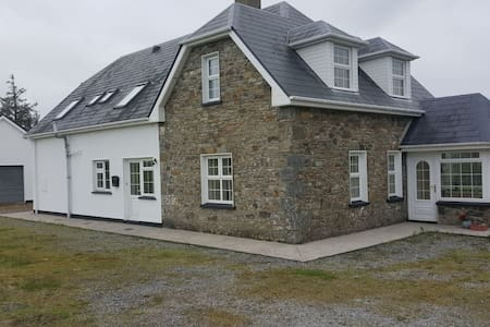 Immaculate 6-Bed House in Glin, co Limericl