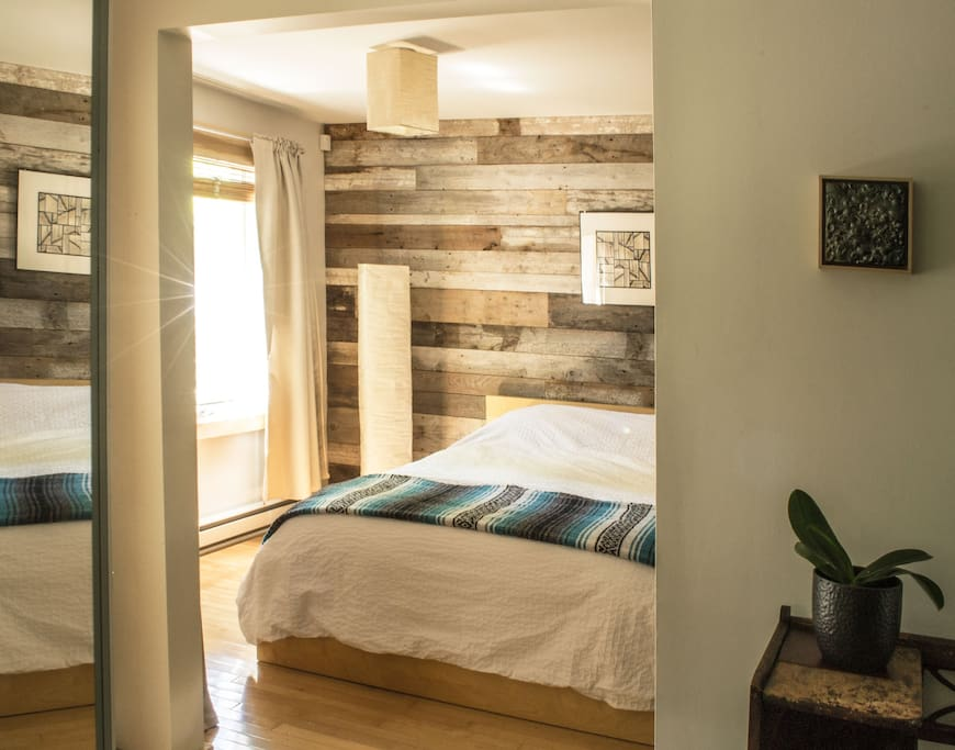 Master bedroom,with queen bed, memory foam mattress superior quality fir sweet dreams.