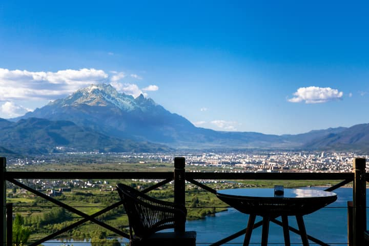 Mountainside villa with the BEST view in Lijiang!