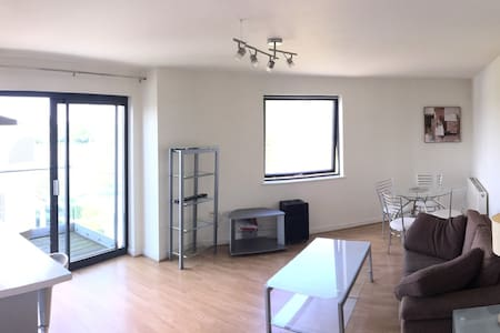 Spacious self-contained, double bedroom apartment - London - Wohnung