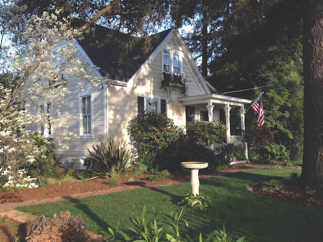 Welcome to the 1880 authentic fully restored  Main Street Farmhouse in Napa