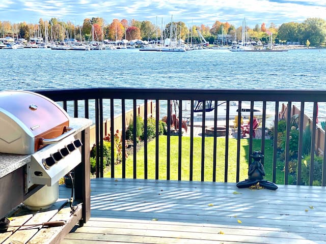 Waterfront Collins Bay 3 Bed/3 Bath