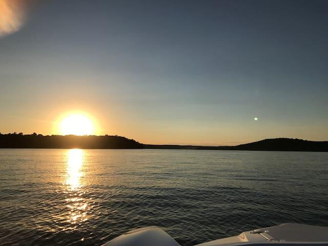 Grand Lake Fishing Cabin w/dock & ramp! Sleeps 4