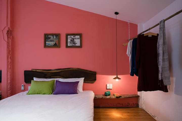 Pink studio w Outdoor Bathtub ❤ Central SG