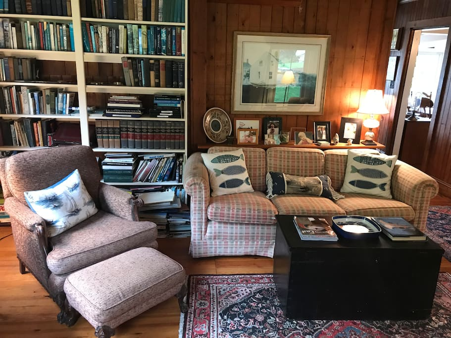 Cozy study with widescreen TV, board games and books for all ages