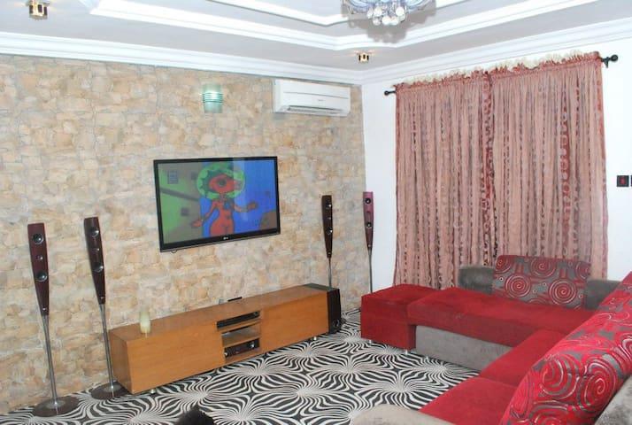 MO2 Homes - Somolu - Appartement