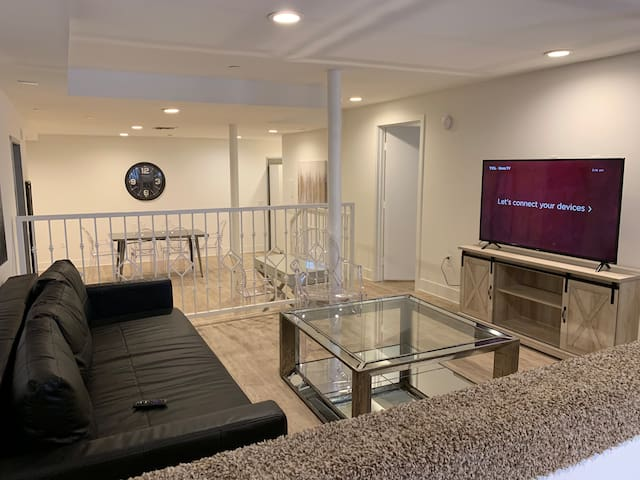 OPEN FLOOR PLAN 1+1 UNIT IN HOLLYWOOD