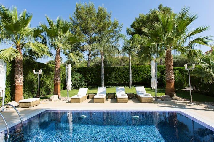 Villa Margarita - Under The Palm Tree