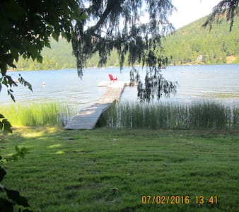 Lakeside Cottage with Private Dock - Shawnigan Lake