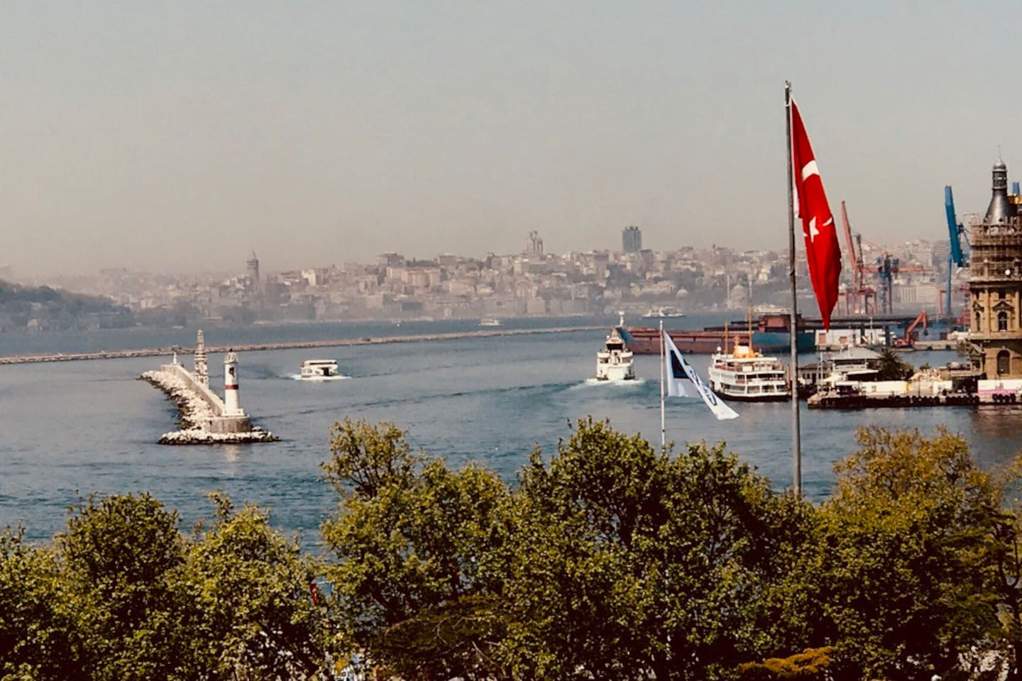 Cozy Flats in a historical apartment and in the heart of Istanbul with a perfect 180 degree Bosphorus view. 2 Room for 4 people. Music production concept with instruments ready to play or to record.