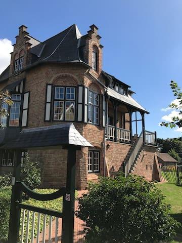 Prachtige duplexappartement in historische villa