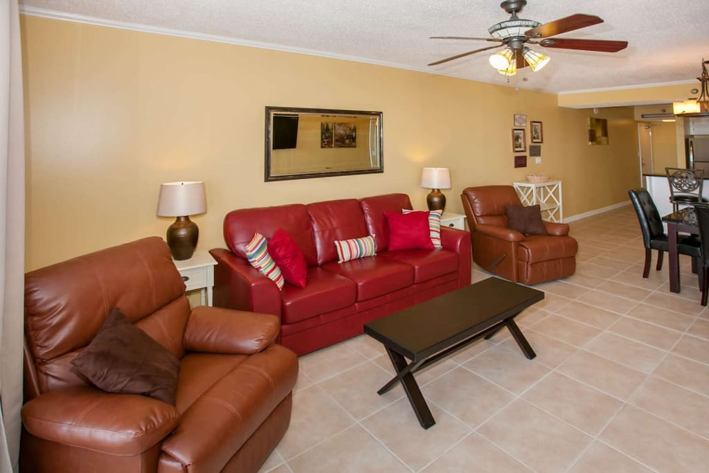 Living room with sleep sofa, seating for 6 and ceiling fan