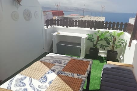 BEAUTY!!!ROOM WITH BIG BED ,NEAR 2 BEACHS,TERRACE