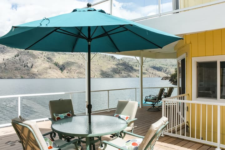 New listing! Modern, lakefront cottage & bunk house w/ a private dock & hot tub!