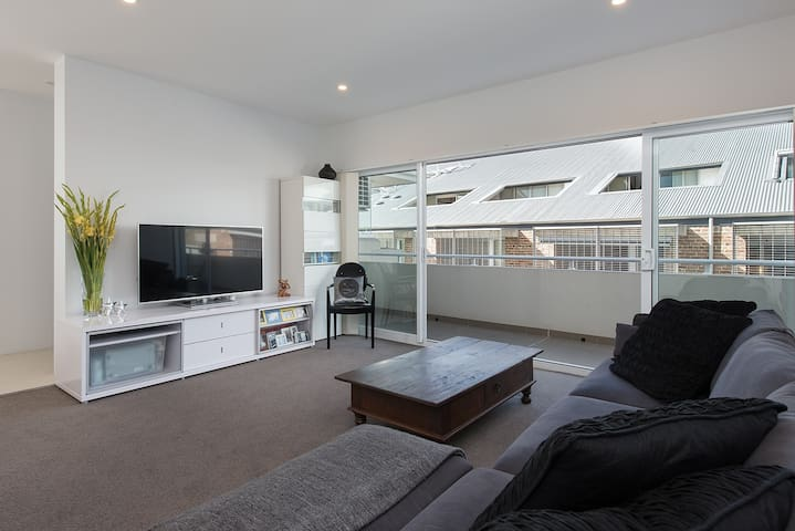 City View Penthouse - Petersham - Apartment